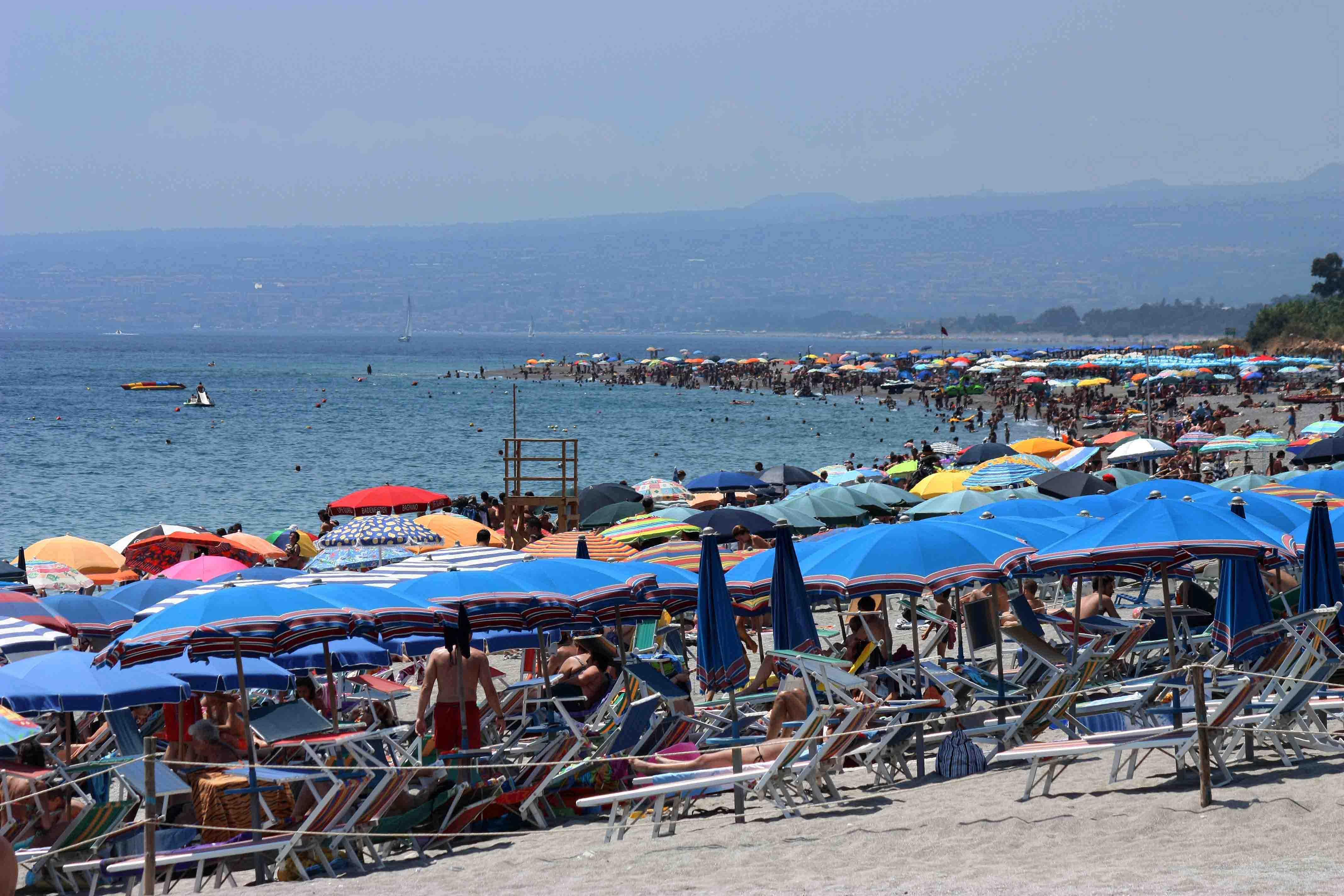 пляж Реканати в августе (период не рекомендуется тем, кто любит полупустые пляжи)
