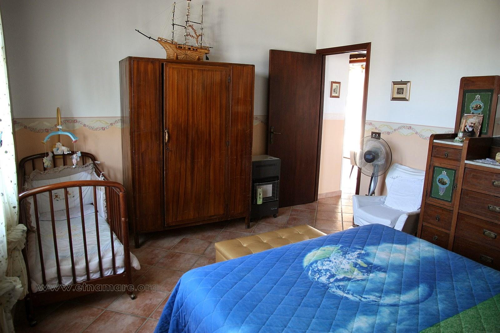 спальня 2 с детской кроваткой