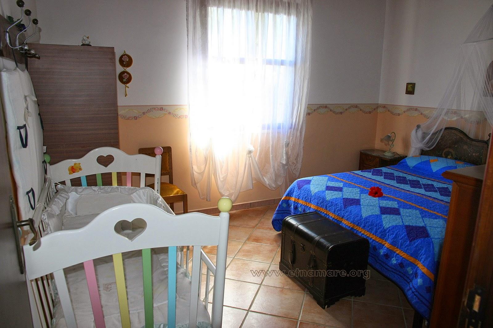 спальня 3 с детской кроваткой