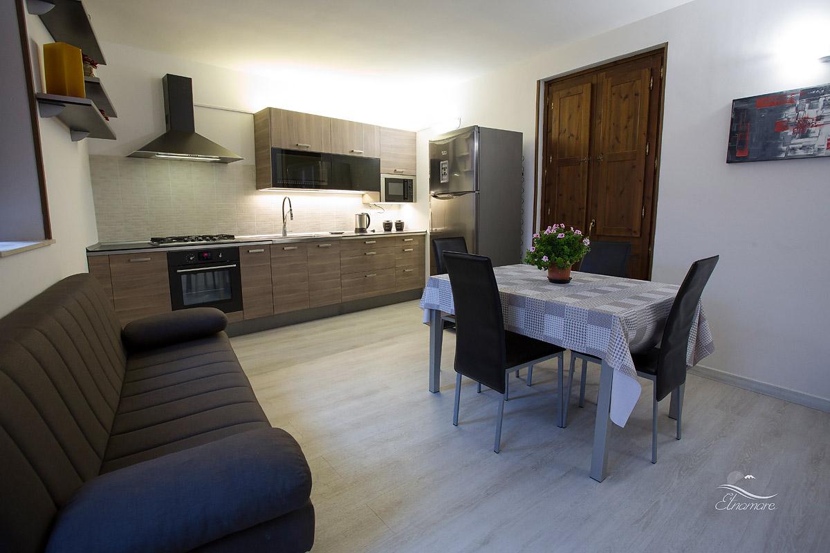 кухня апартамента Архимед с раскладывающимся диваном-кроватью
