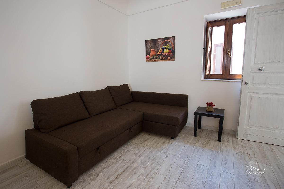 двухспальный диван-кровать на кухне