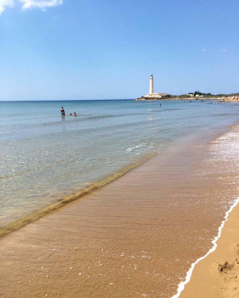 протяженный песчаный пляж в 1 км от домика