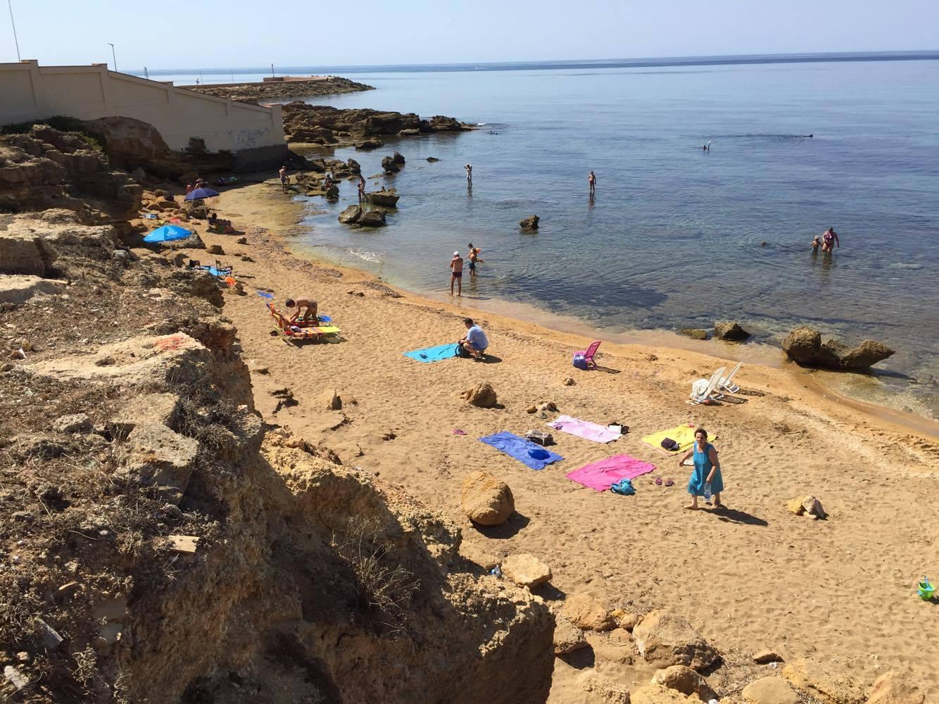 песчано-скальный пляж в 30 м