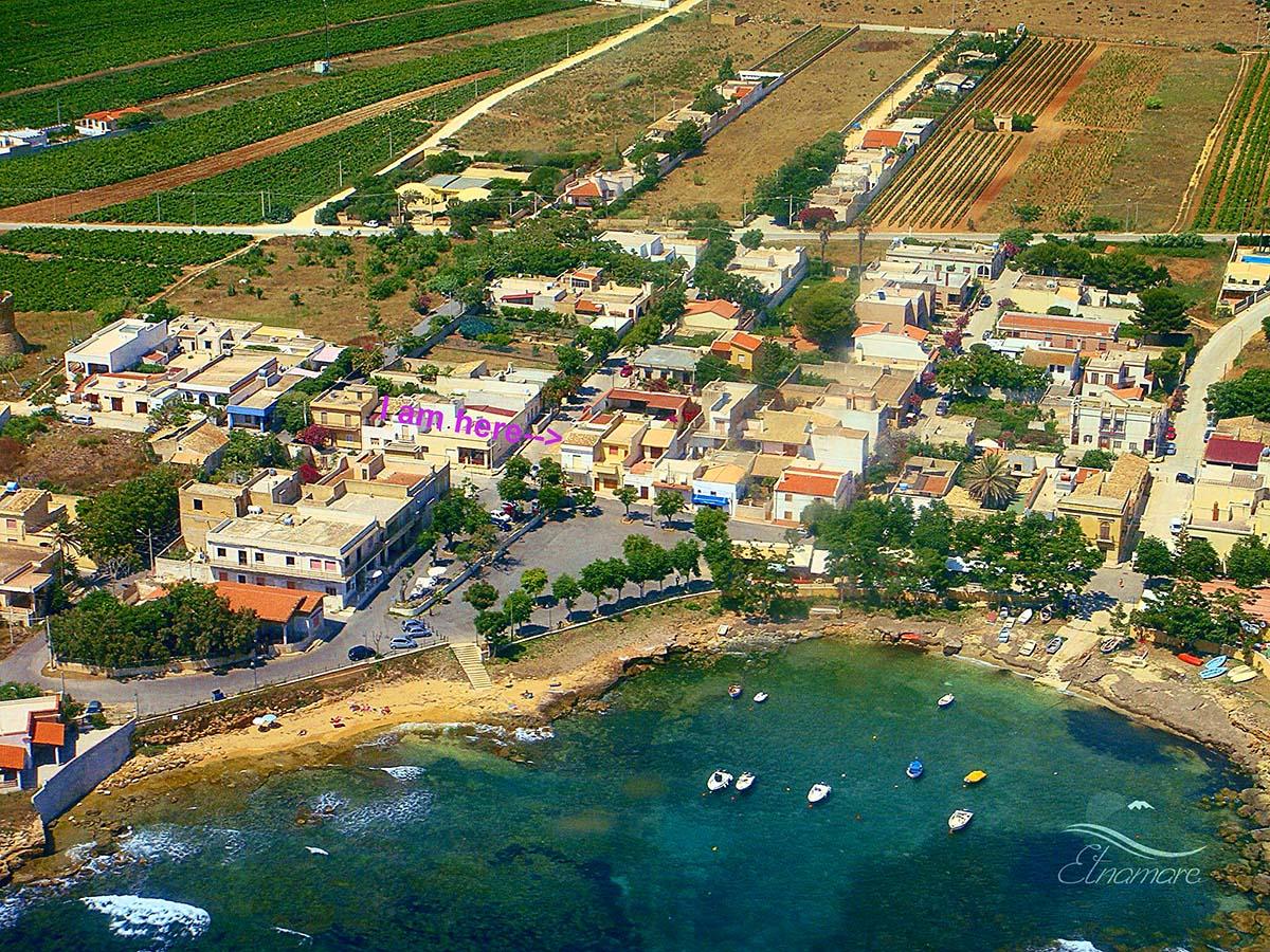 где находится домик, первая линия, напротив моря и пляжа